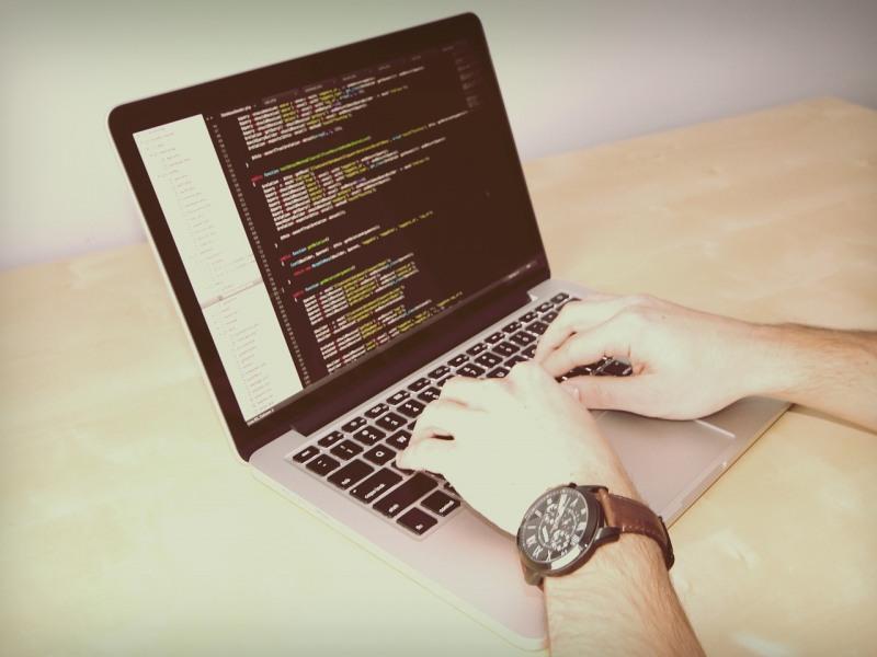 15 сайтов онлайн-курсов для программистов